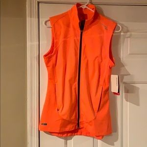 NWT Saucony running vest women's size medium
